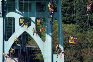 150729-portland-activists-bridge-1214p_cfcd0e82a50b22ef8feb0fde1d937047.fit-560w.jpg